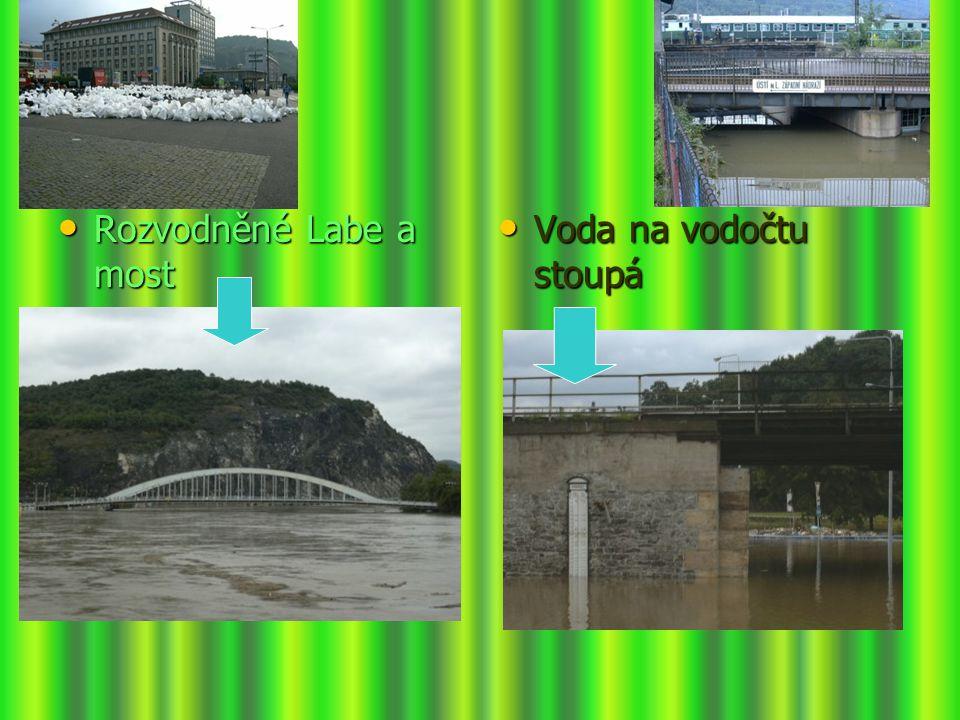Rozvodněné Labe a most Rozvodněné Labe a most Voda na vodočtu stoupá Voda na vodočtu stoupá
