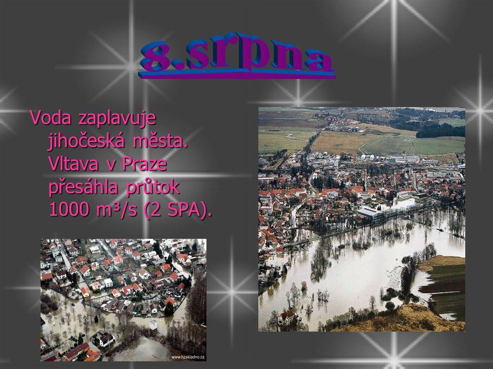 Voda zaplavuje jihočeská města. Vltava v Praze přesáhla průtok 1000 m³/s (2 SPA).