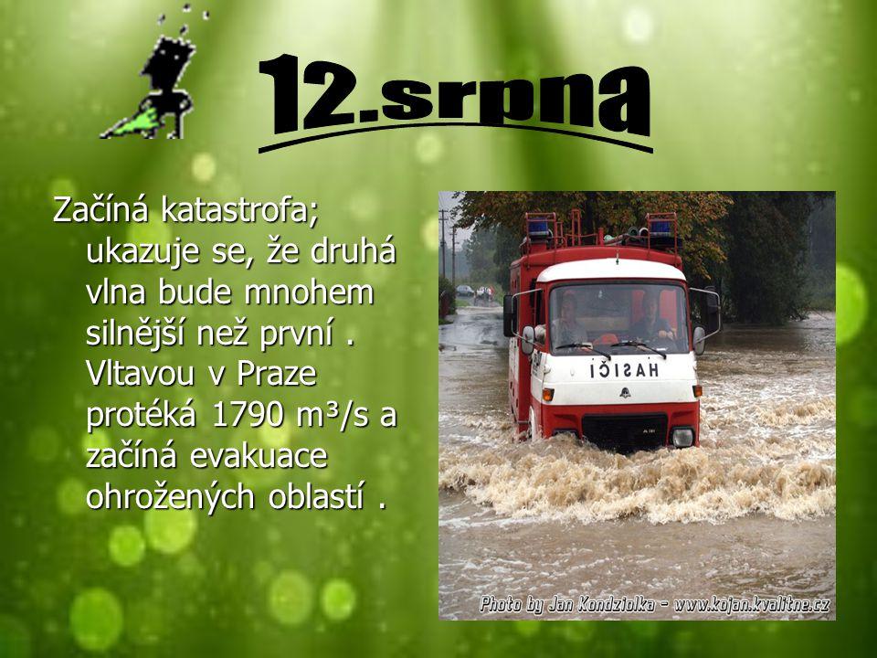 Začíná katastrofa; ukazuje se, že druhá vlna bude mnohem silnější než první. Vltavou v Praze protéká 1790 m³/s a začíná evakuace ohrožených oblastí.