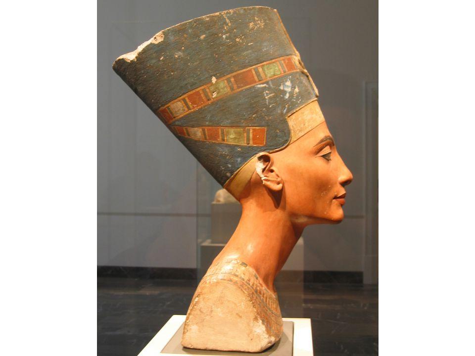 Historie Starověké Řecko – ideálem je přírodní krása Starověký Řím – dokonalé složité účesy u žen s účesem je vidět i postavení ženy,módní změny – měnily se i hlavy u soch s moderním účesem, muži vojáci – nakrátko ostříháni