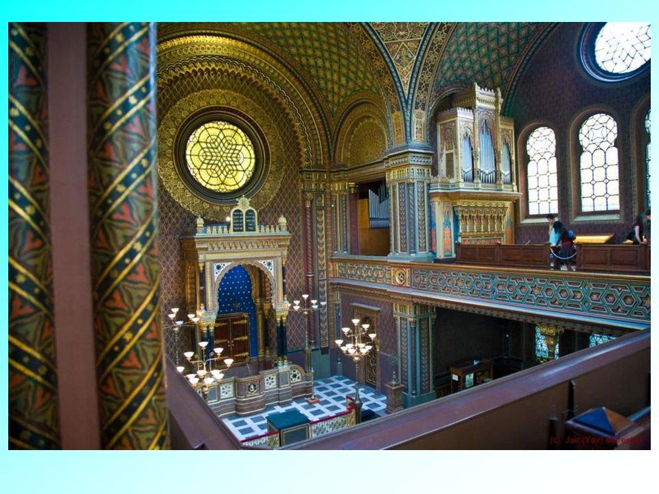 Španělská synagoga je pojmenována, po jejím krásném Maurském slohu. Je tu výstava o Židech v Čechách a na Moravě, a to jak v rámci Rakouského císařstv