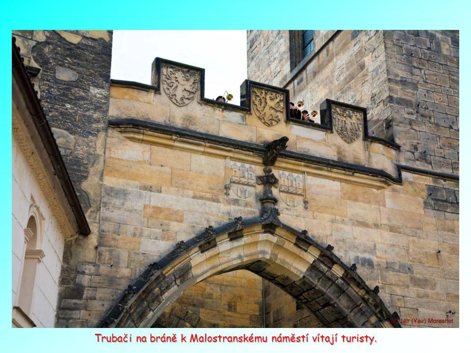 Brána na Malou Stranu od Karlova mostu. Brána na Malou Stranu od Karlova mostu.