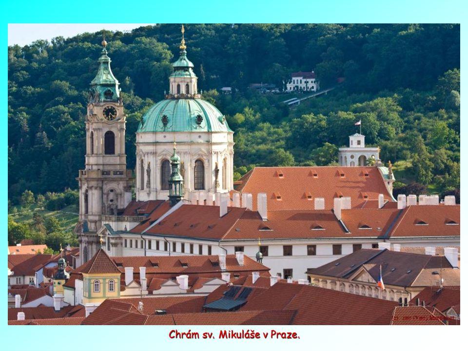 Oblast hradu - Malebná Zlatá ulička, byla původně postavena pro strážce Pražského hradu, později se stala domovem umělců a spisovatelů, mezi nimi i Fr