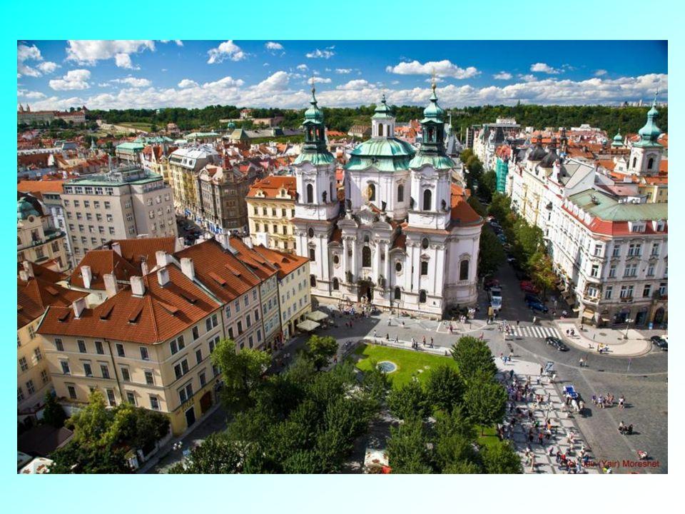 Historická a monumentální Praha Staroměstské náměstí-pohled z věže staré radnice. Staroměstské náměstí-pohled z věže staré radnice.