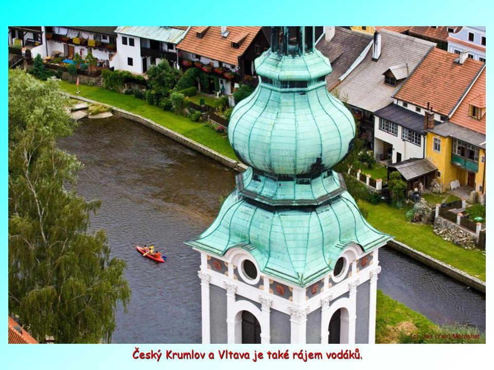 Malebné hradní město Český Krumlov, kde jsou zachovány i středověké identity, které nemá žádné jiné město v tomto regionu. Č.K. je také na seznamu UNE