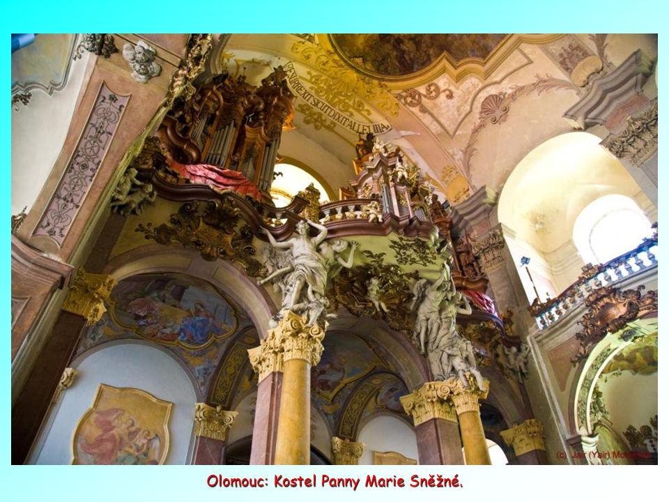 Olomouc je jedním z největších a také nejstarších měst Moravy. Sloup Nejsvětější trojice, je barokní památka na hlavním náměstí a je rovněž na seznamu