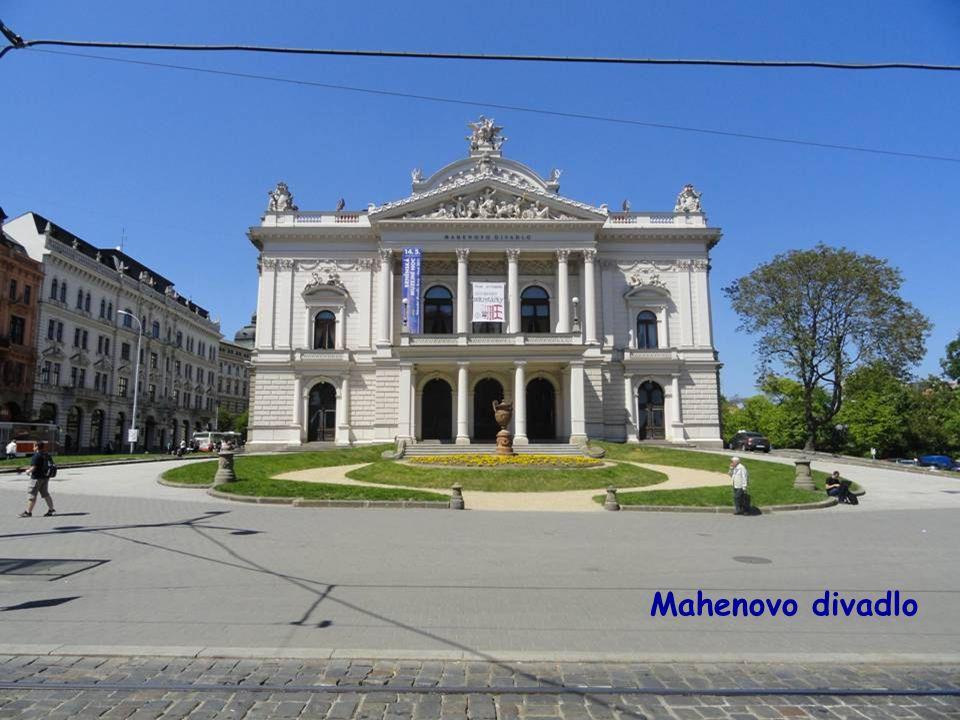Náměstí Malinovského,vpravo Mahenovo divadlo