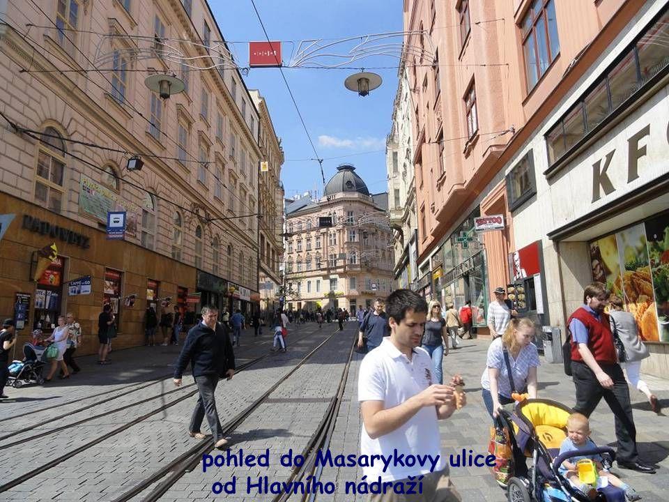 -Hlavní nádraží v Brně, odtud vstup do Masarykovy ulice k Náměstí Svobody