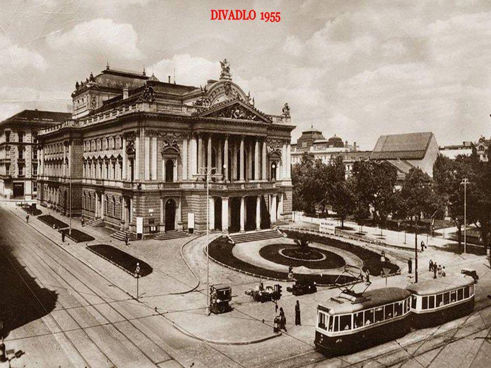 z Náměstí Svobody pohled do Rašínovy ulice, vpravo kostel sv. Jakuba
