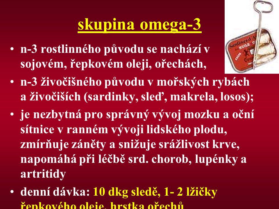 skupina omega-3 n-3 rostlinného původu se nachází v sojovém, řepkovém oleji, ořechách, n-3 živočišného původu v mořských rybách a živočiších (sardinky