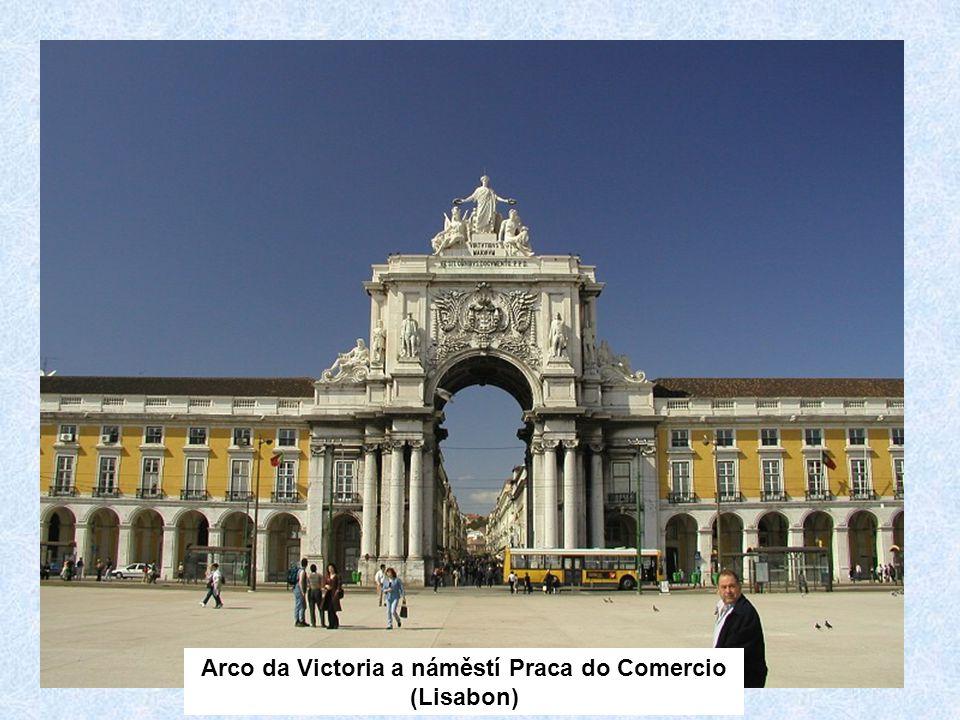 Arco da Victoria a náměstí Praca do Comercio (Lisabon)