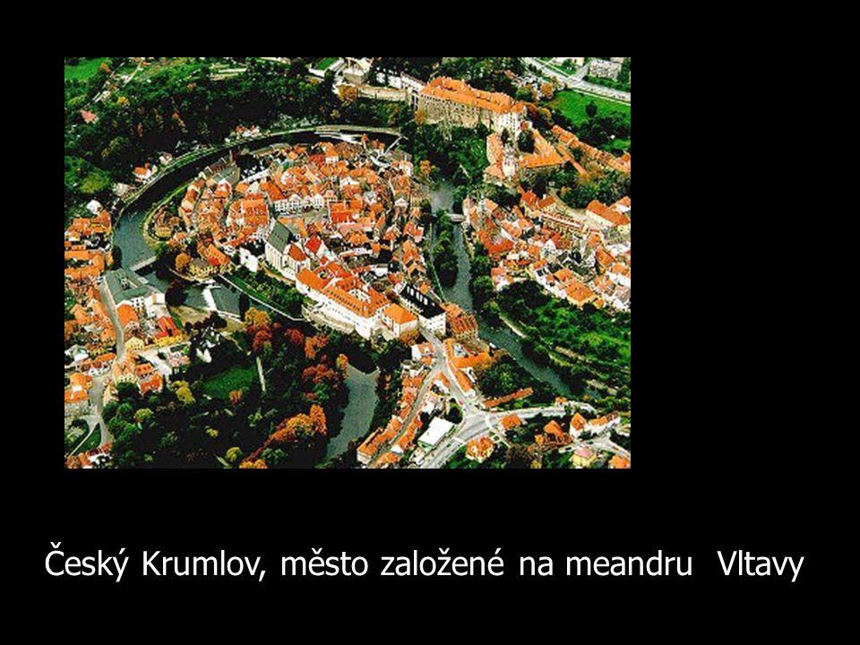 Český Krumlov, město založené na meandru Vltavy