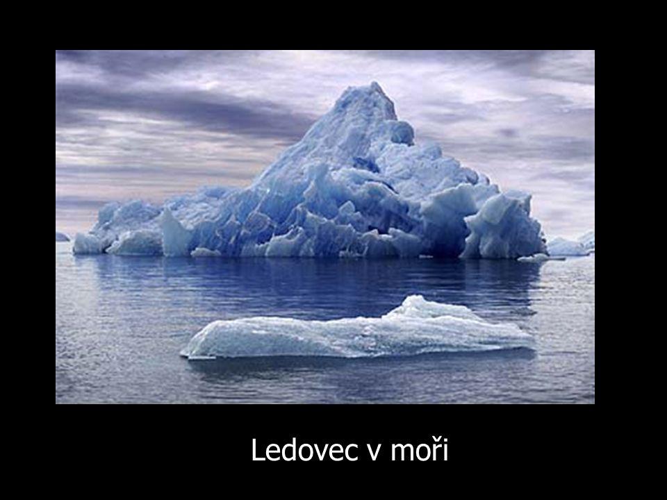 Ledovec v moři