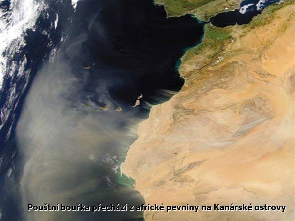 Pouštní bouřka přechází z africké pevniny na Kanárské ostrovy