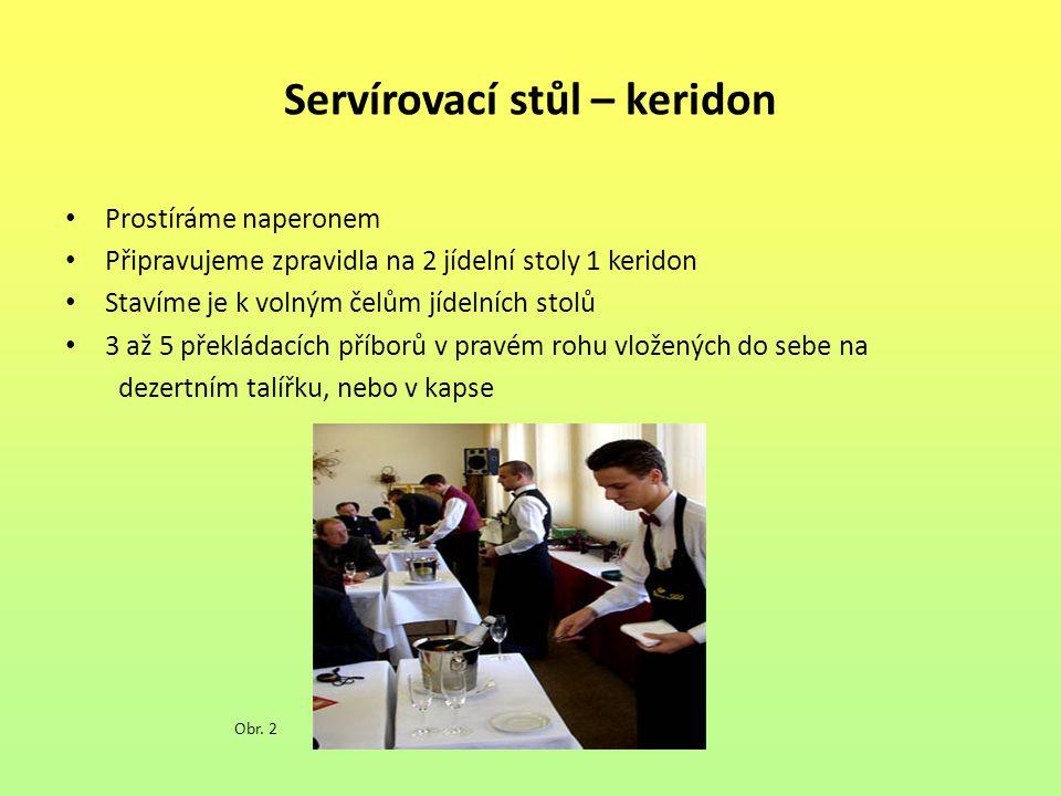 Servírovací stůl – keridon Prostíráme naperonem Připravujeme zpravidla na 2 jídelní stoly 1 keridon Stavíme je k volným čelům jídelních stolů 3 až 5 p