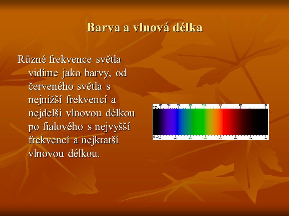 Hned vedle viditelného světla se nachází ultrafialové(UV), směrem do kratších vlnových délek, a infračervené záření (IR), směrem do delších délek.