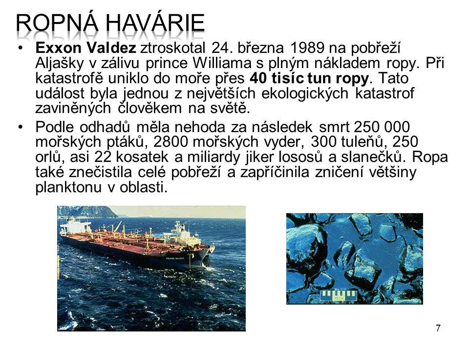 """8 Ve filmu Vodní svět byl ztroskotaný tanker Exxon Valdez základnou """"čmoudů , v kanceláři jejich velitele Deacona visí fotografie kapitána Josepha Hazelwooda, vzývaného jako """"Svatý Joe ."""