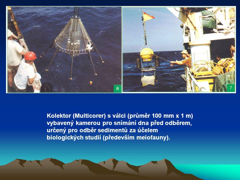 Kolektor (Multicorer) s válci (průměr 100 mm x 1 m) vybavený kamerou pro snímání dna před odběrem, určený pro odběr sedimentů za účelem biologických s