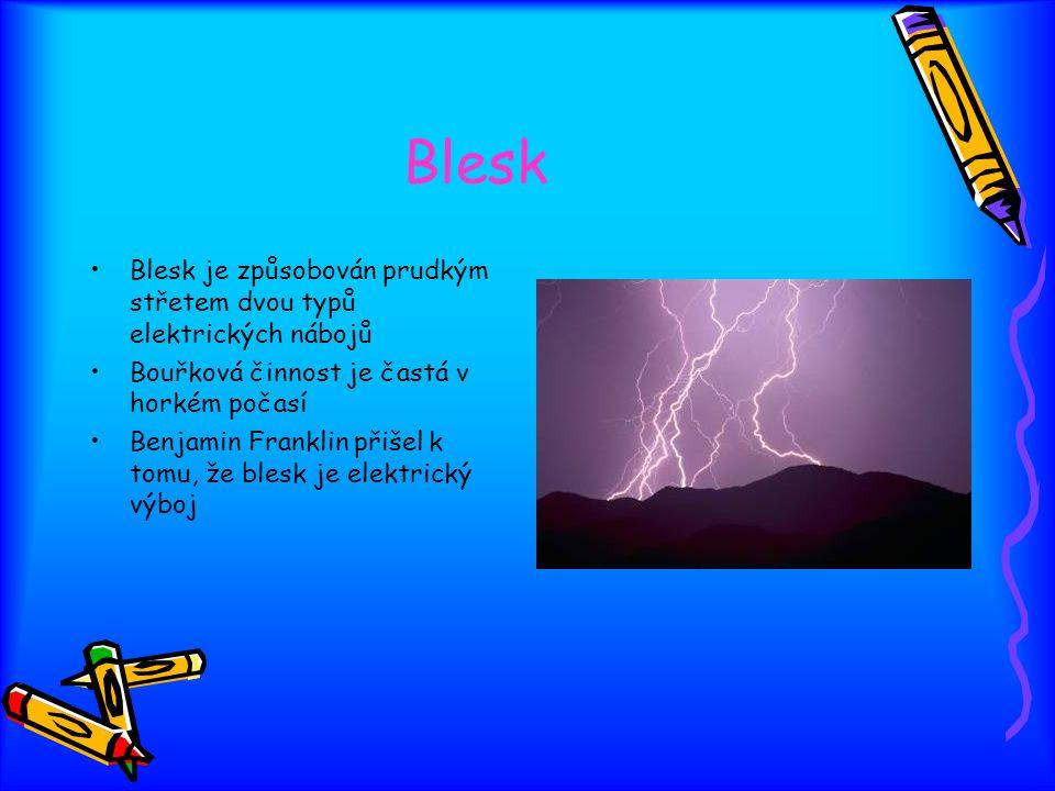 Blesk Blesk je způsobován prudkým střetem dvou typů elektrických nábojů Bouřková činnost je častá v horkém počasí Benjamin Franklin přišel k tomu, že