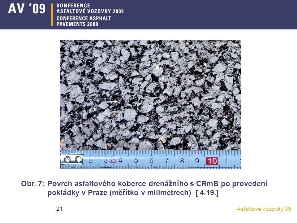 Asfaltové vozovky 0921 Obr. 7: Povrch asfaltového koberce drenážního s CRmB po provedení pokládky v Praze (měřítko v milimetrech) [ 4.19.]