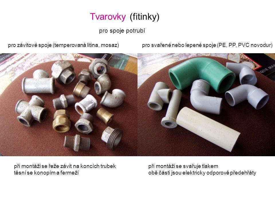 Tvarovky (fitinky) pro závitové spoje (temperovaná litina, mosaz)pro svařené nebo lepené spoje (PE, PP, PVC novodur) pro spoje potrubí při montáži se