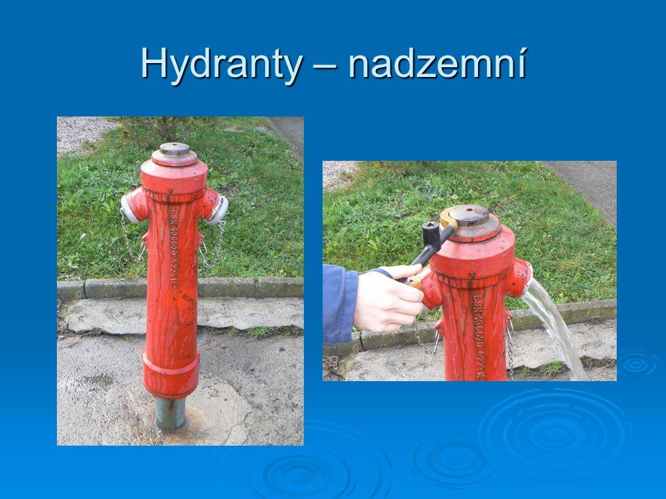  protékající vodní zdroje: počítáme průtok vody za časovou jednotku a porovnáváme s výkonem čerpadla Q = b.