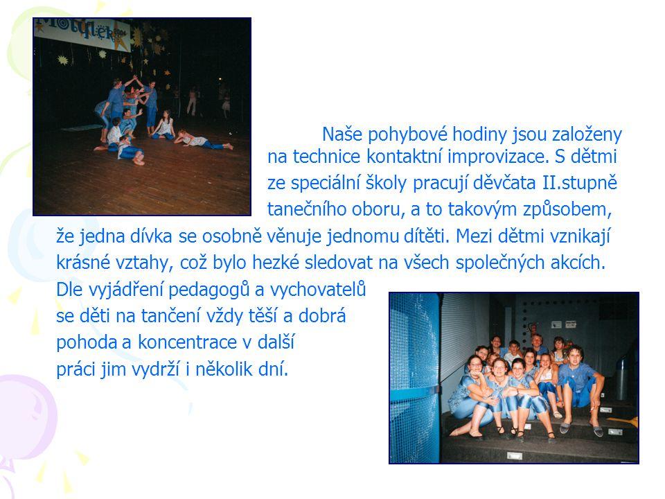 Naše pohybové hodiny jsou založeny na technice kontaktní improvizace. S dětmi ze speciální školy pracují děvčata II.stupně tanečního oboru, a to takov