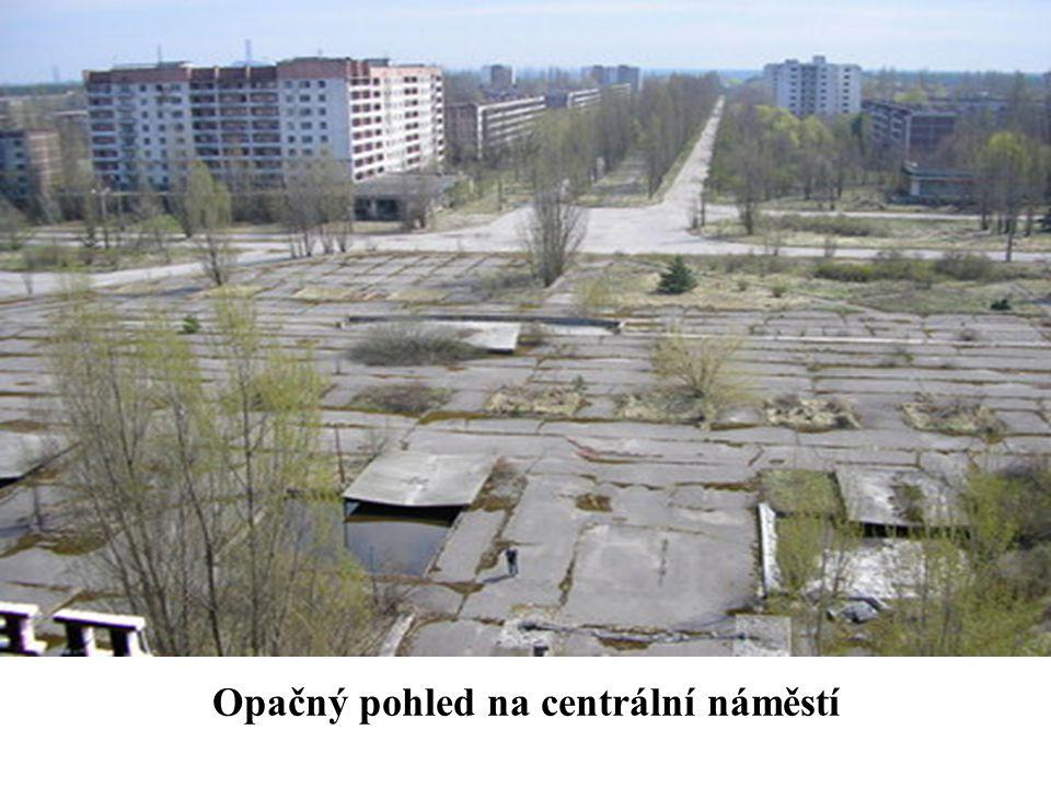 Opačný pohled na centrální náměstí