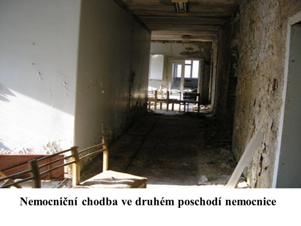 Nemocniční chodba ve druhém poschodí nemocnice