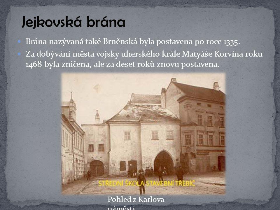 Brána nazývaná také Brněnská byla postavena po roce 1335. Za dobývání města vojsky uherského krále Matyáše Korvína roku 1468 byla zničena, ale za dese