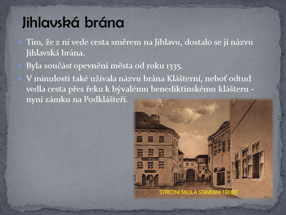 Roku 1468 byla uherskými vojsky pobořena a po několika letech za obnovy města znovu zbudována.