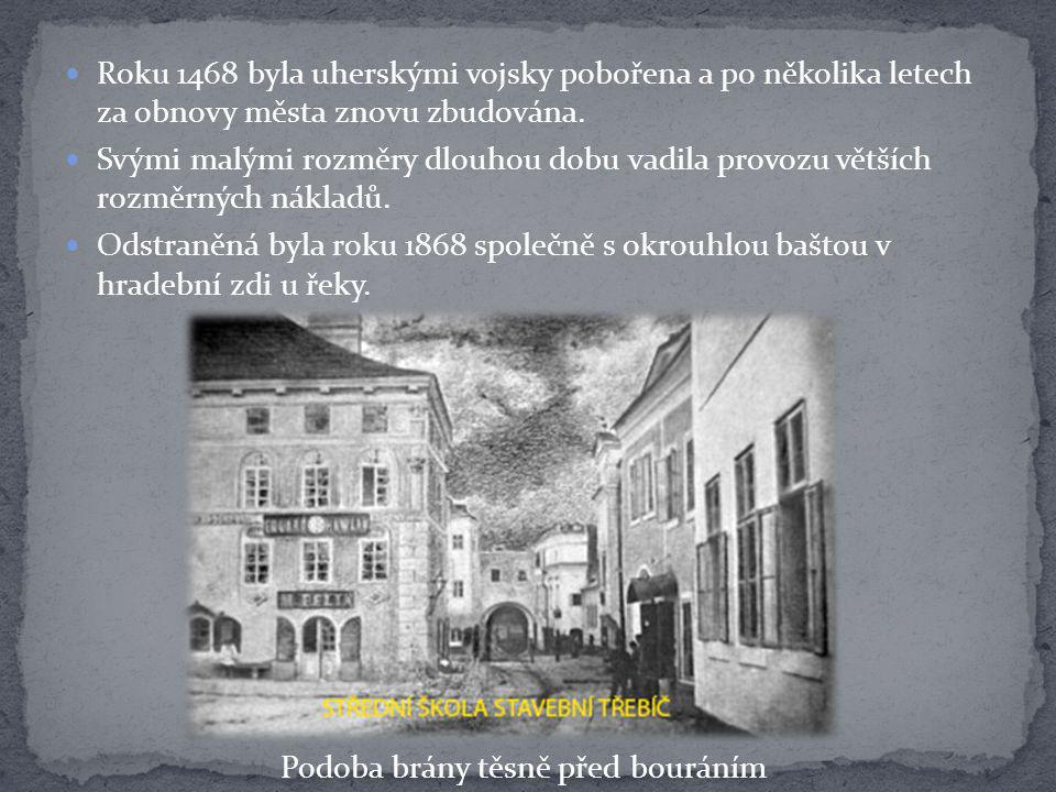 Velký poschoďový rohový dům vlevo, známý jako Havlínův, byl snad nejstarším domem v Třebíči.