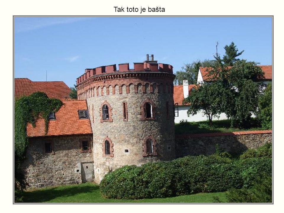 Zámecký park s hradbami a baštami