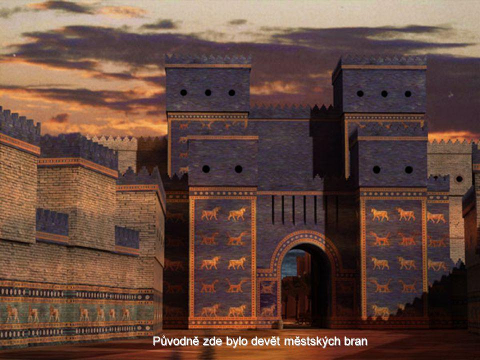 V Babyloně ale vidíme jen její repliku. Brána sestavená z originálních částí z vykopávek stojí v muzeu v Berlíně