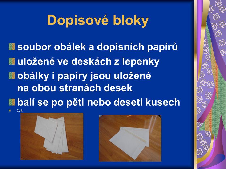Dopisové bloky soubor obálek a dopisních papírů uložené ve deskách z lepenky obálky i papíry jsou uložené na obou stranách desek balí se po pěti nebo