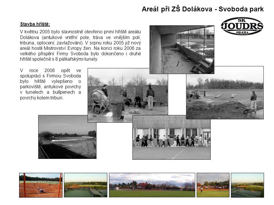 Stavba hřiště: V květnu 2005 bylo slavnostně otevřeno první hřiště areálu Dolákova (antukové vnitřní pole, tráva ve vnějším poli, tribuna, oplocení, zavlažování).