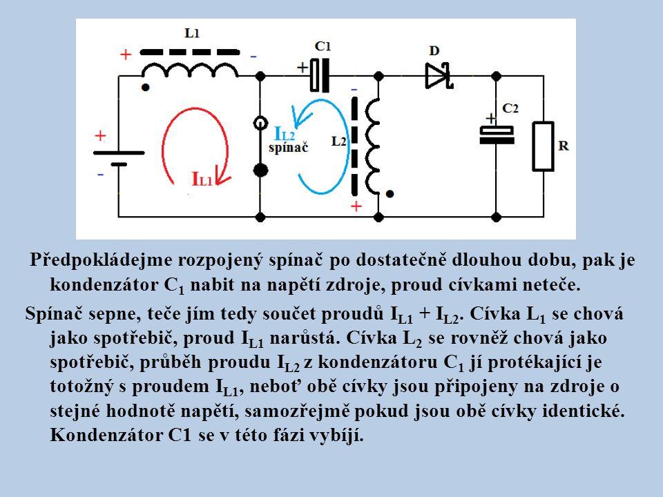 Předpokládejme rozpojený spínač po dostatečně dlouhou dobu, pak je kondenzátor C 1 nabit na napětí zdroje, proud cívkami neteče.