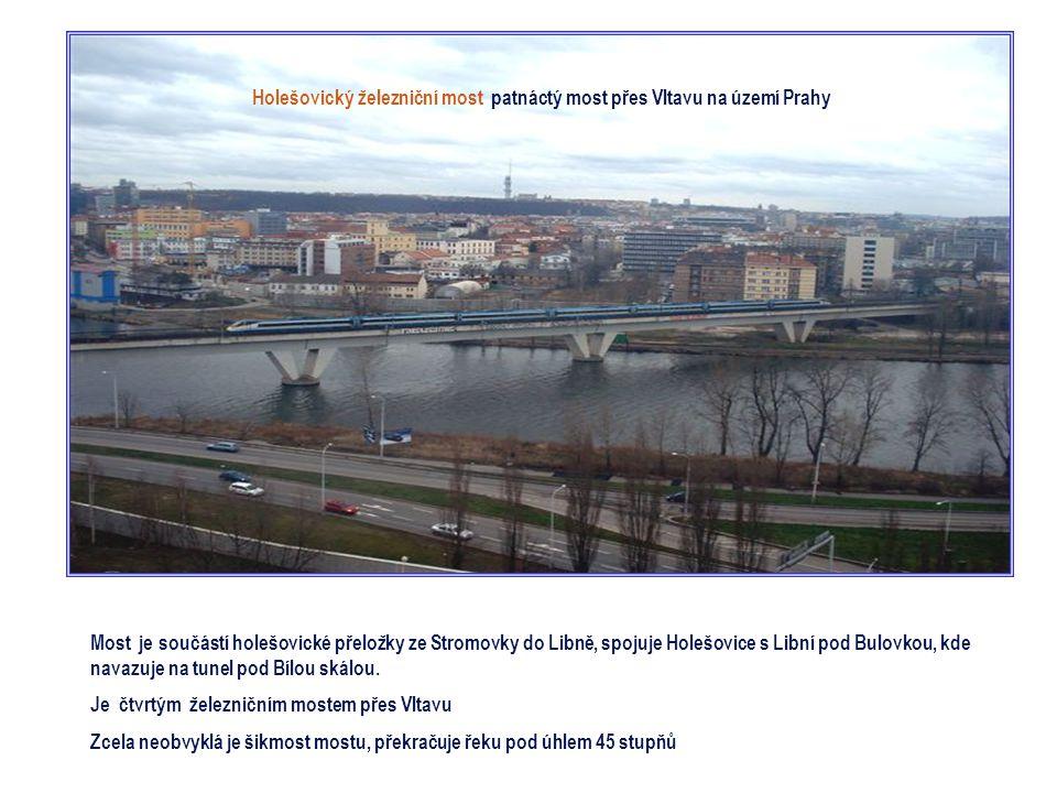 Libeňský most je čtrnáctým mostem přes Vltavu na území Prahy V místech dnešního Libeňského mostu stál od r. 1903 prozatímní most s dřevěnou konstrukcí