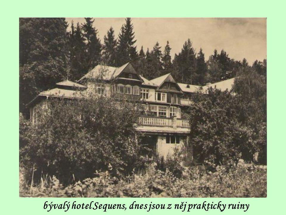 příchod z Mníšku k bývalému hotelu Sequens po silnici do Řevnic