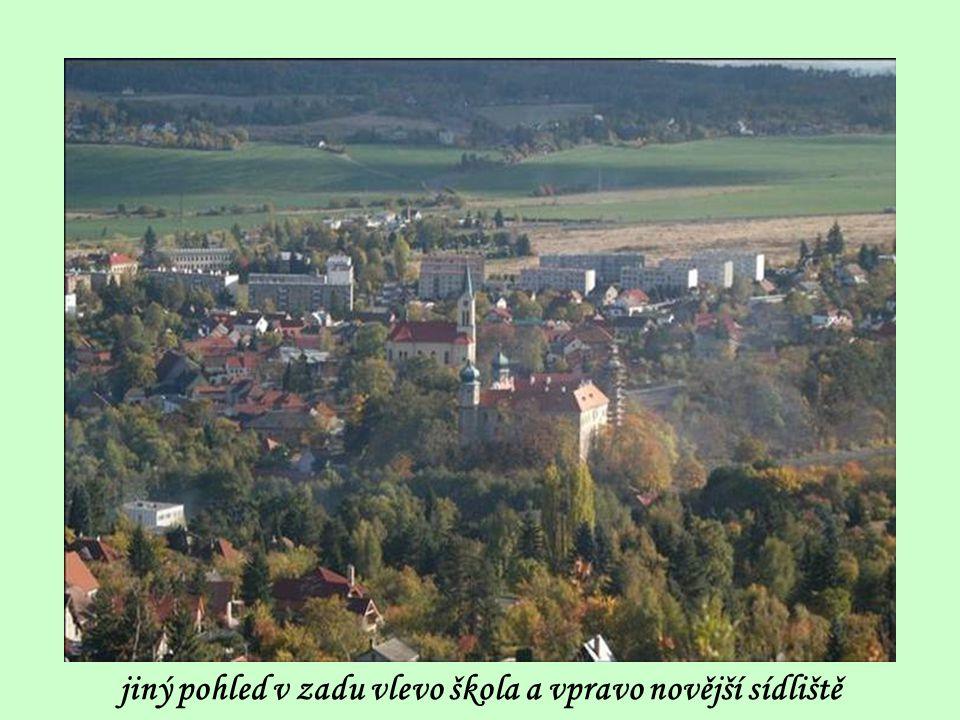 detailní pohled na mníšecký kostel