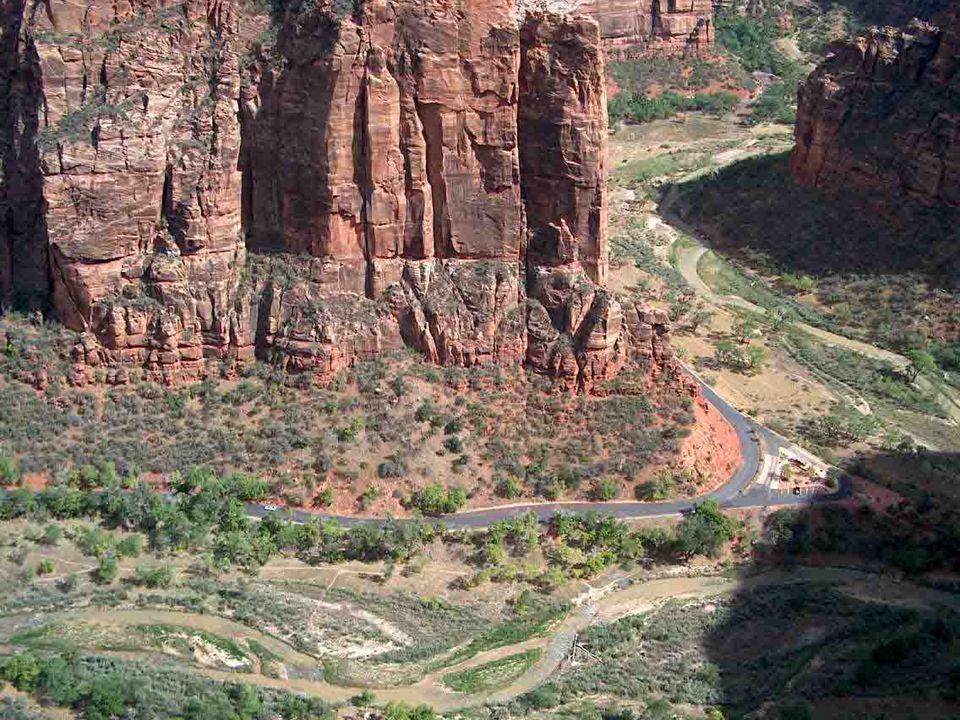 NÁRODNÍ PARK ZION - Utah Zion, to jsou obrovské a velkolepé bílé, růžové a červené skalní masivy. Místo dobře charakterizuje samotný název, který v he