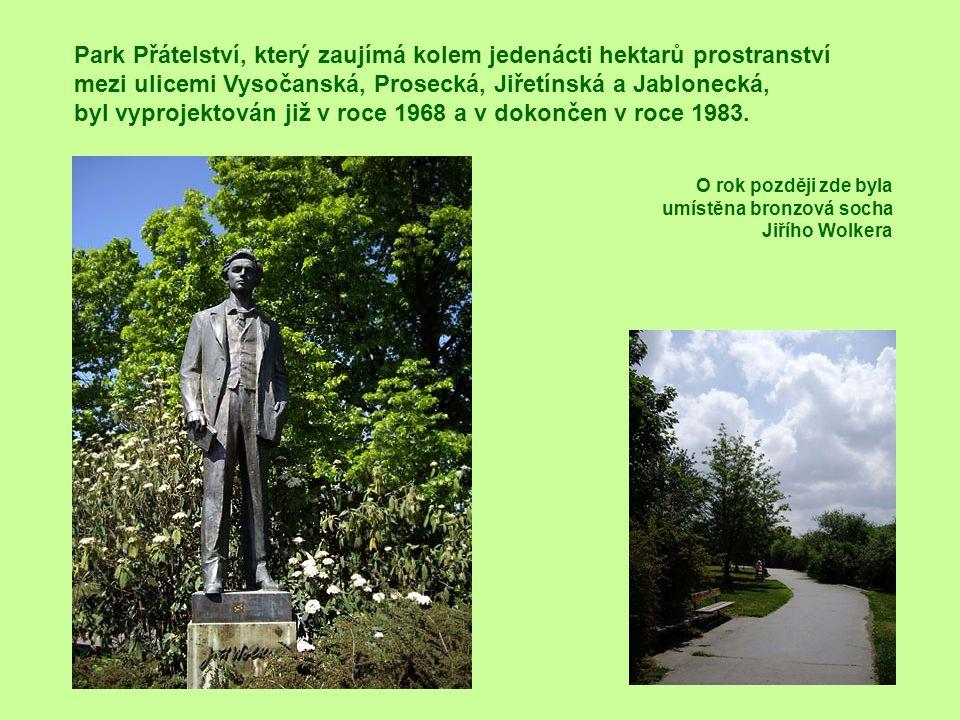 Park Přátelství, který zaujímá kolem jedenácti hektarů prostranství mezi ulicemi Vysočanská, Prosecká, Jiřetínská a Jablonecká, byl vyprojektován již v roce 1968 a v dokončen v roce 1983.