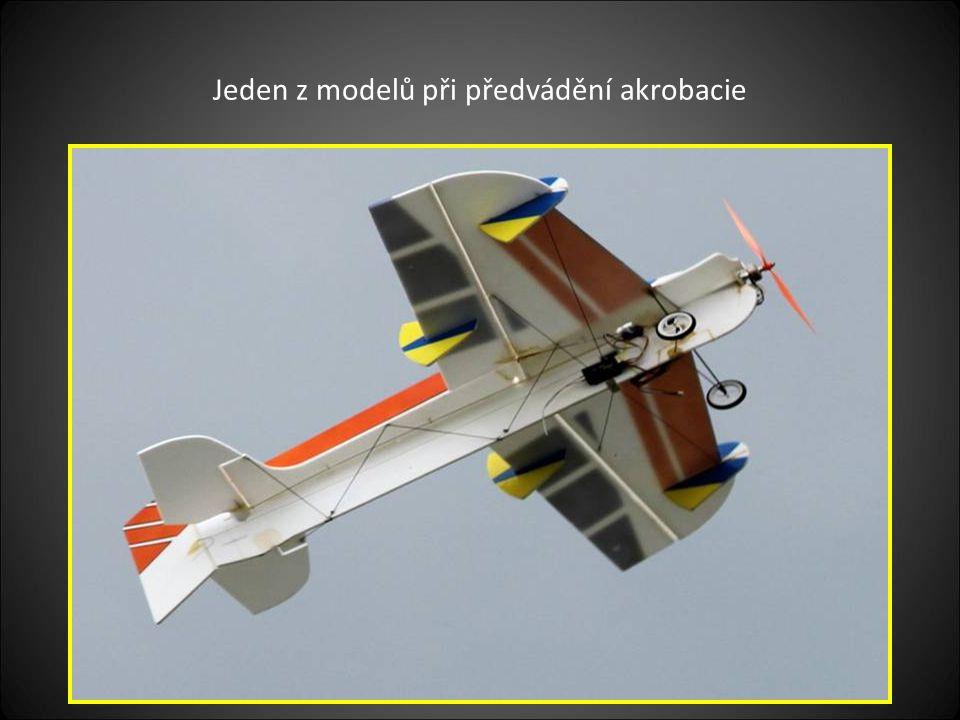 Další část modelů letadel je připravena k předvádění