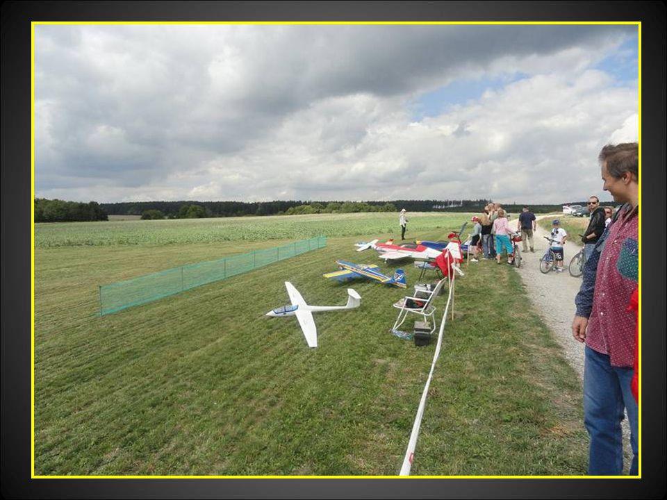 Modely letadel připraveny k předvádění