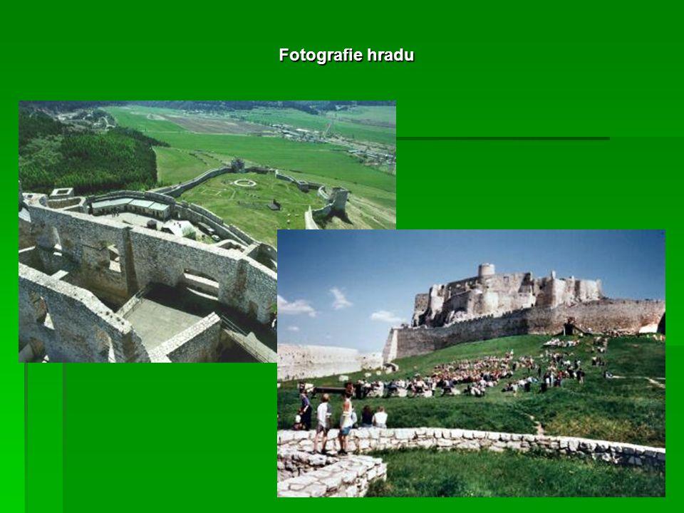 Spišský hrad  Tato památka je chráněná organizací UNESKO.  Hrad vznikl již ve 12. století.  Stojí na vápencové skále v Spišské roklině.