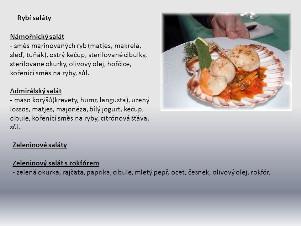 Rybí saláty Námořnický salát - směs marinovaných ryb (matjes, makrela, sleď, tuňák), ostrý kečup, sterilované cibulky, sterilované okurky, olivový ole