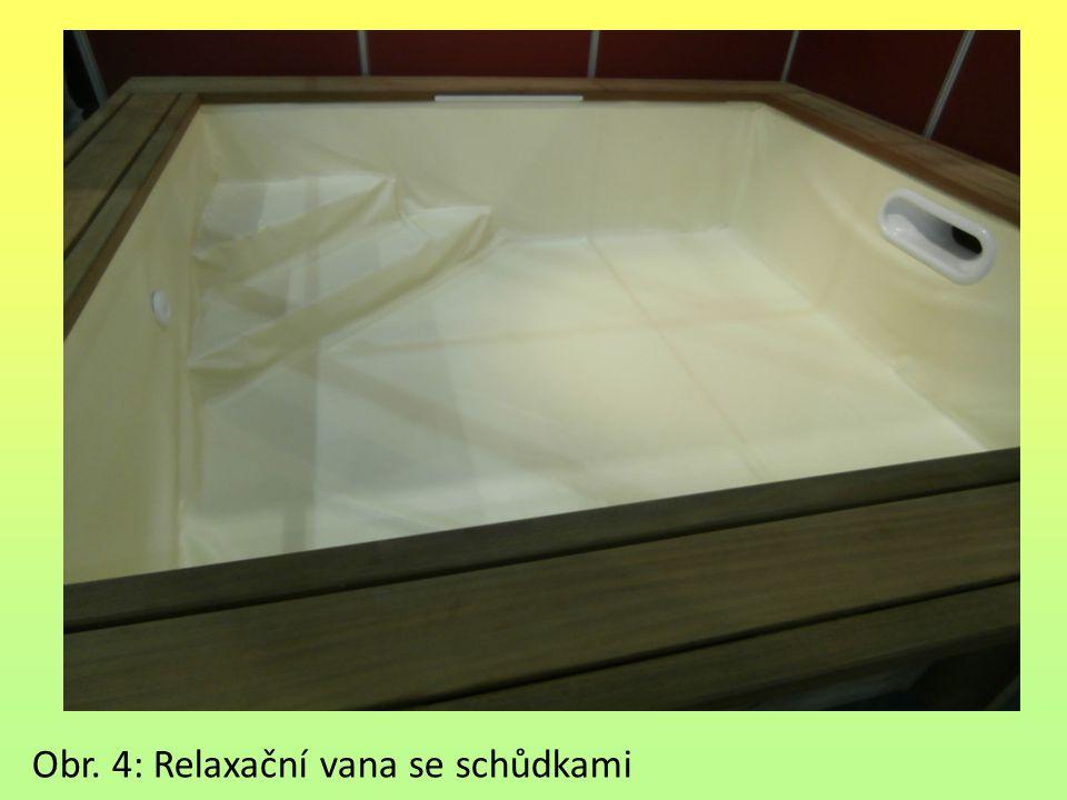 Obr. 4: Relaxační vana se schůdkami