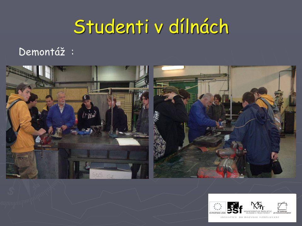 Studenti v dílnách Demontáž :