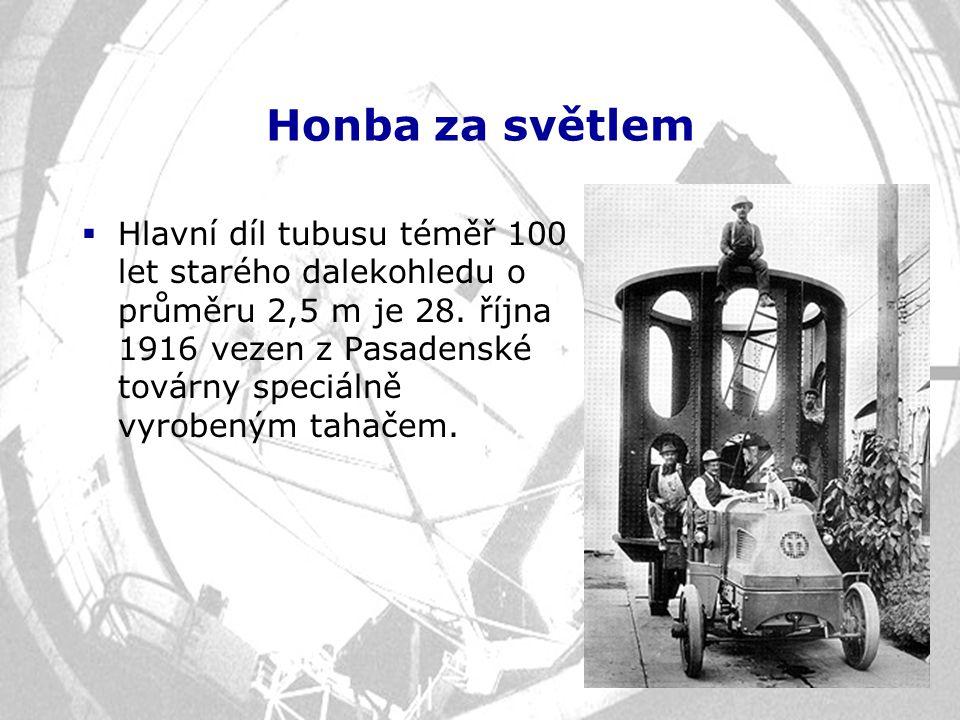 Honba za světlem  Hlavní díl tubusu téměř 100 let starého dalekohledu o průměru 2,5 m je 28. října 1916 vezen z Pasadenské továrny speciálně vyrobený