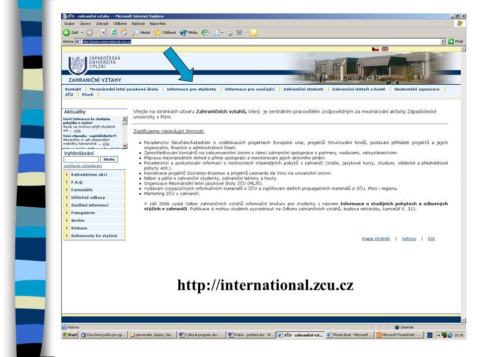 Centrum pro studium v zahraničí Zahraniční vztahy - UR 313 n Propagační materiály od univerzit z celého světa n Studium v USA (aktuální databáze stipendií, praktické průvodce pro pobyt studenta, metodické příručky pro psaní motivačních dopisů a vyplňování formulářů, materiály pro veškeré testy požadované na US univerzitách TOEFL, GRE, G-MAT, SAT) n Materiály k zapůjčení